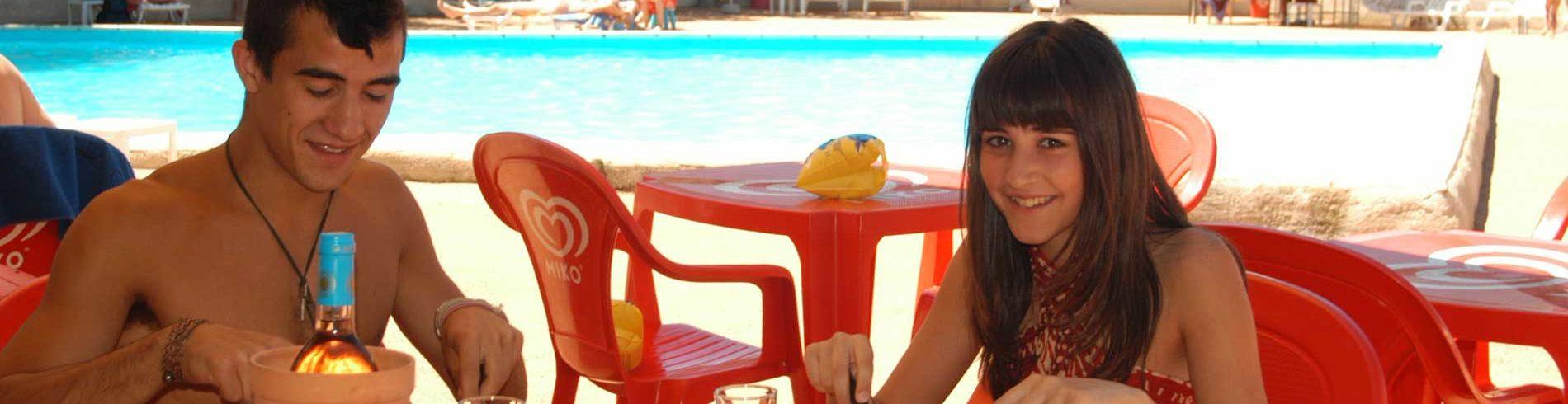 restaurant - piscine naturiste - Petit Arlane - Valensole